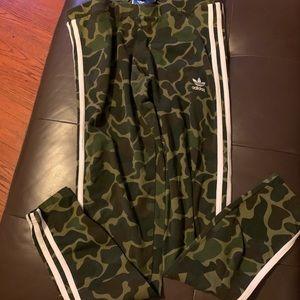 Adidas 2 piece camo set